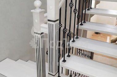 лестница на металлических косоурах