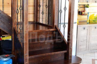 П-образная лестница с площадками на тетивах