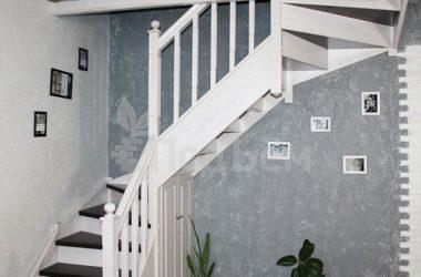 П-образная лестница на тетивах с забежными ступенями